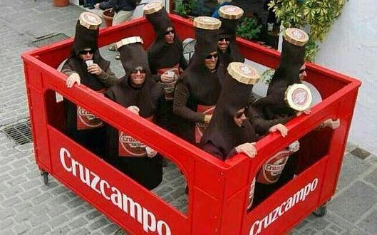 Disfraz de Cruzcampo en el Carnaval de Cadiz