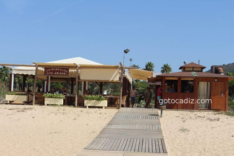 Chiringuito en la playa de Atlanterra