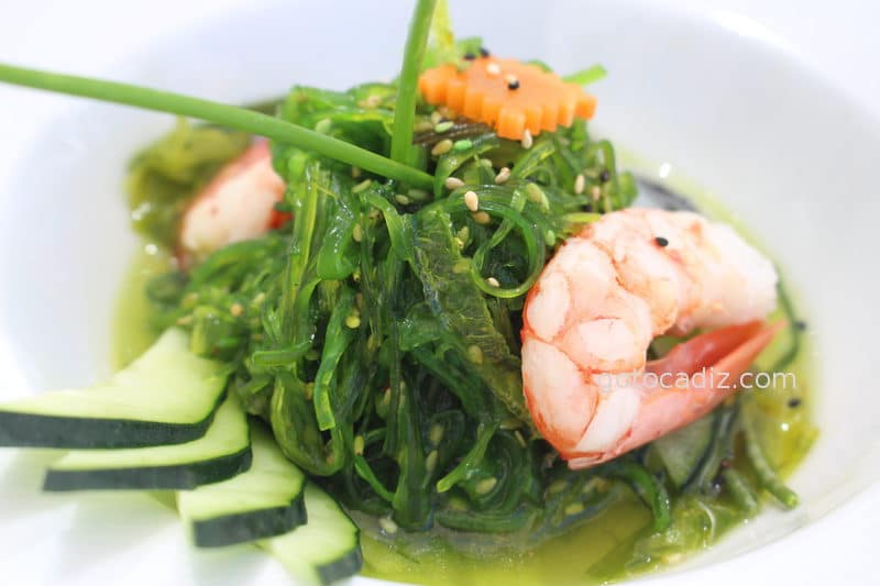 Ensalada de algas, pepinos y gambones de El Campero Zahara