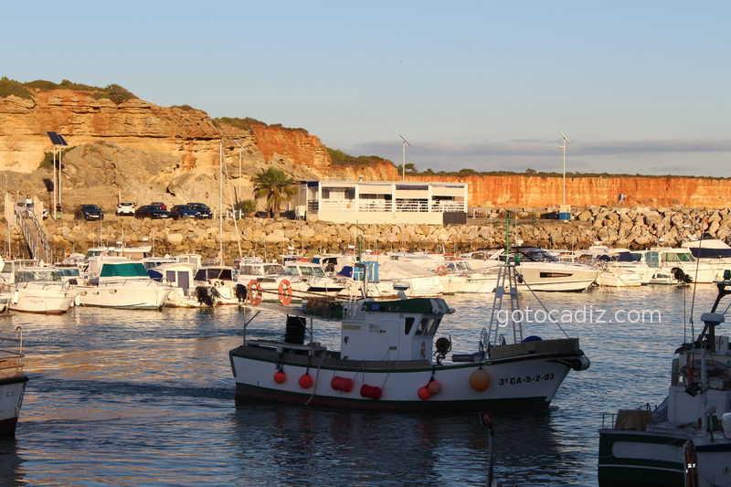 El Nautico de Conil con vistas al puerto pesquero