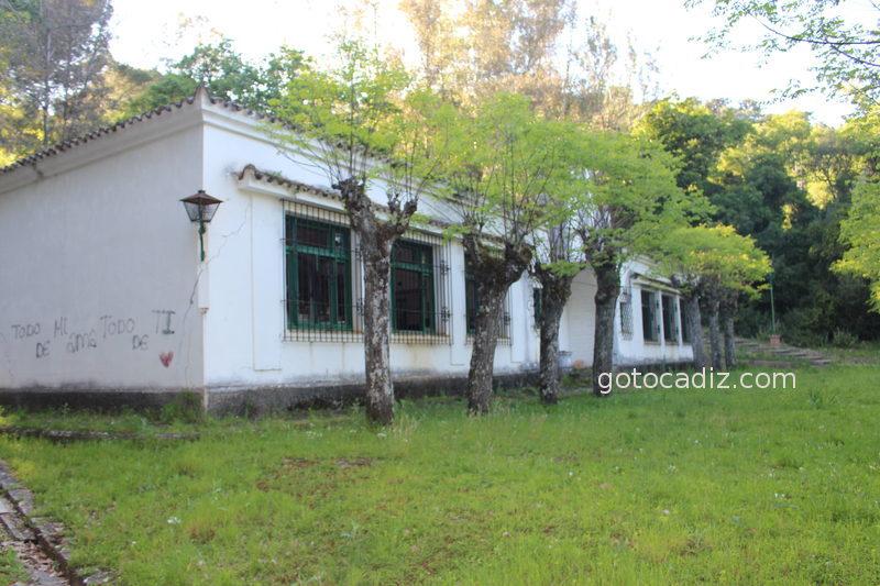 Antiguo colegio del poblado