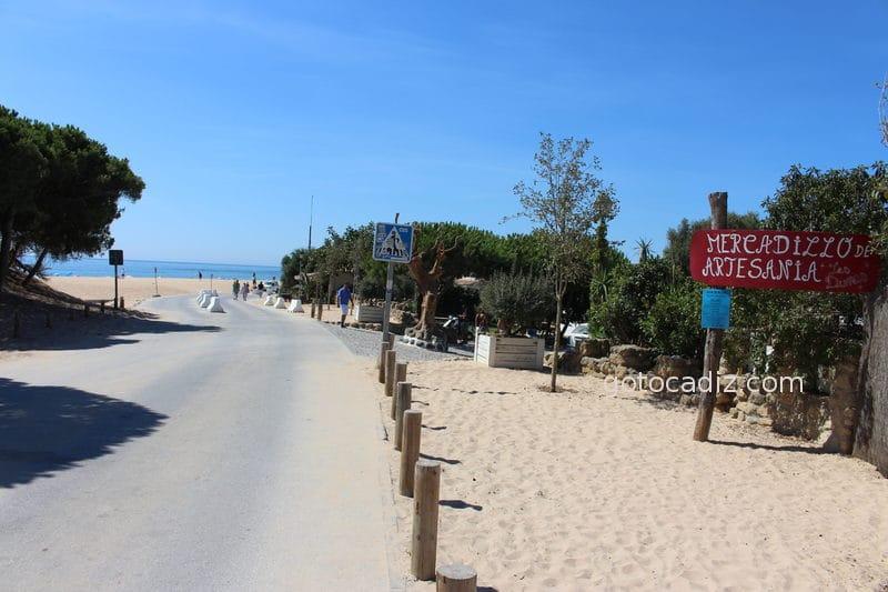 Camino a la playa del Faro (a la derecha entrada al chiringuito Las Dunas)