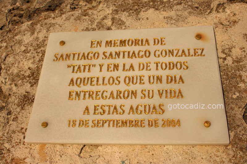 Emotiva placa en el Faro de Trafalgar