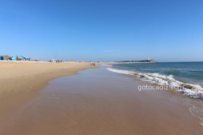 Playa del Faro de Trafalgar vista desde la playa de Zahora