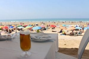 Restaurante Francisco Fontanilla mesa a pie de la arena de la playa