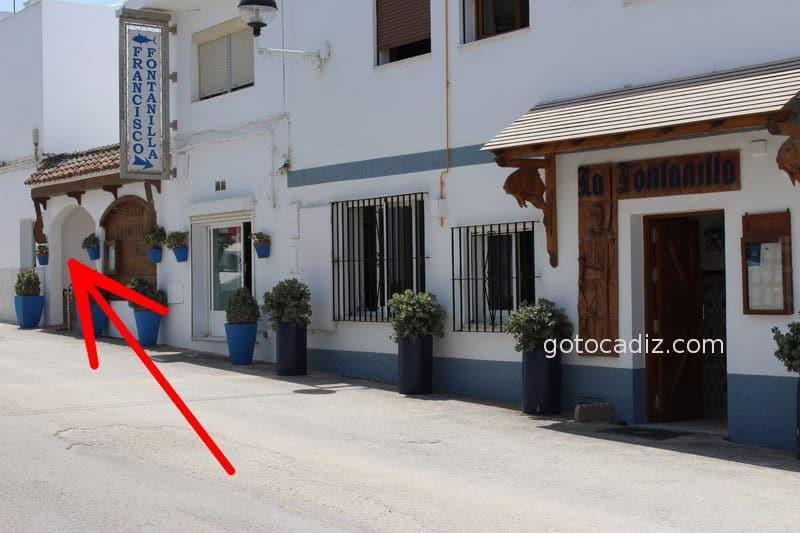 Entrada al restaurante Francisco Fontanilla en Conil