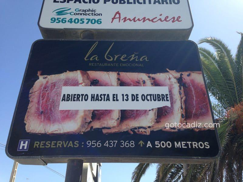 Cartel en Los Caños anunciando la fecha límite de apertura de La Breña