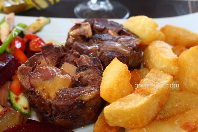 Cola de toro retinta rellena de foie de La Breña