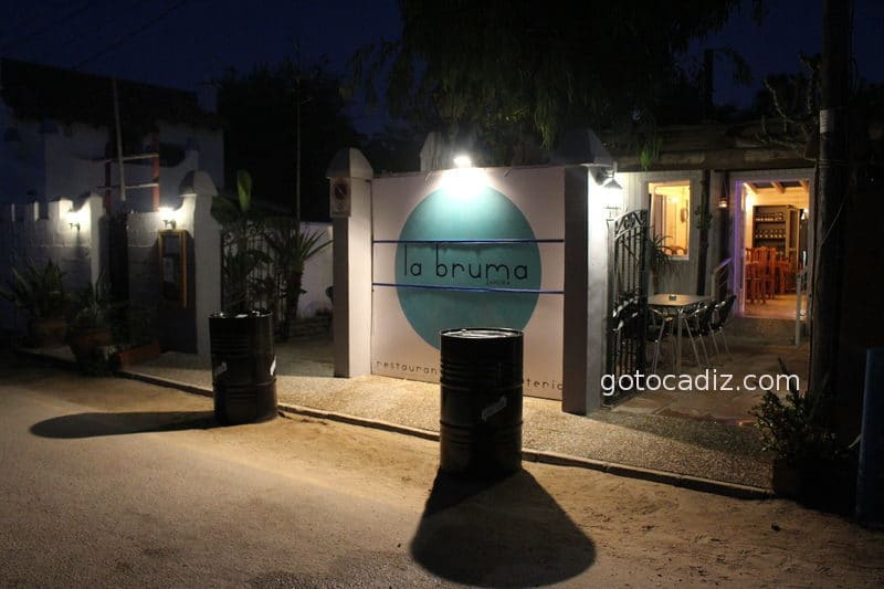 Entrada a el restaurante La Bruma en Zahora