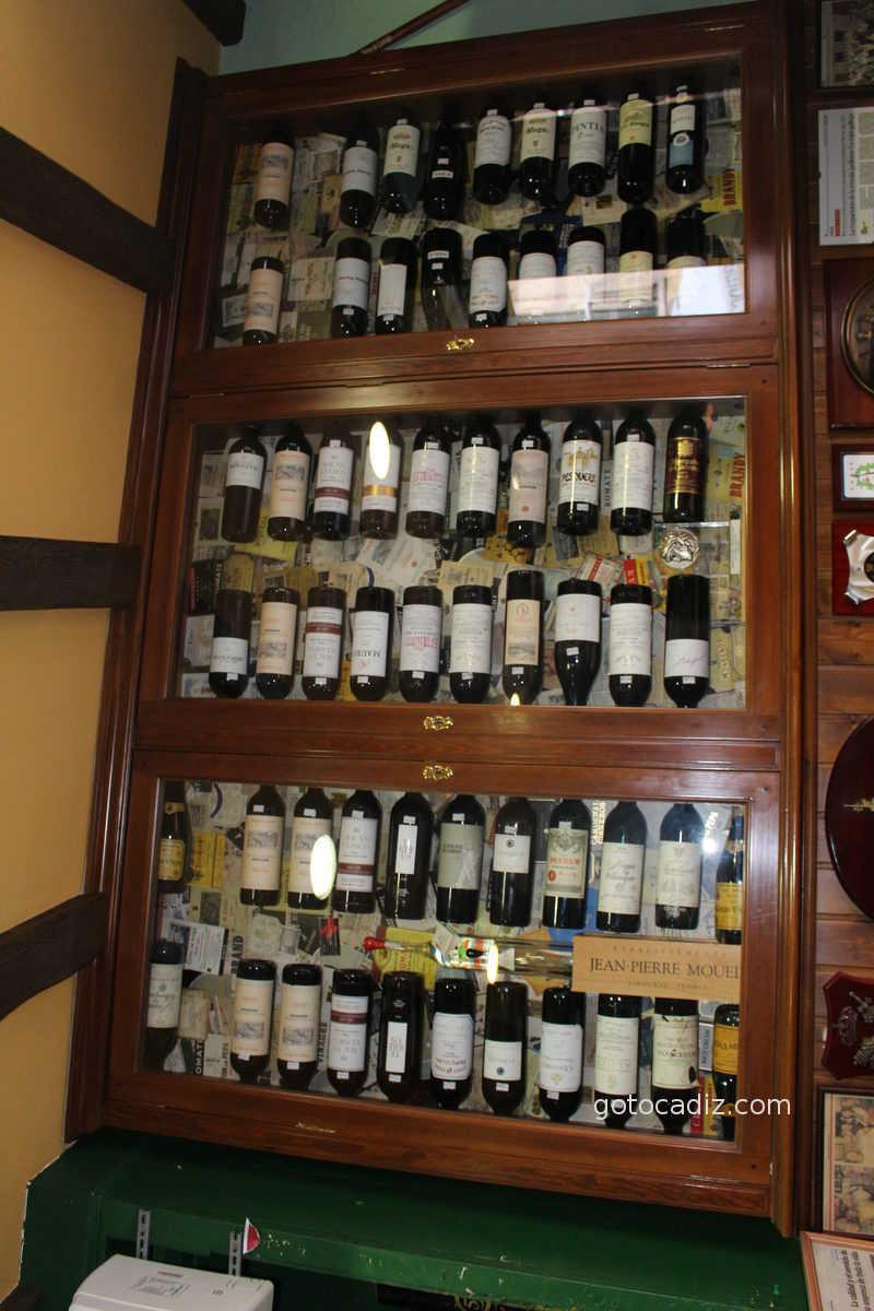 Expositor de vinos de La Cepa Gallega