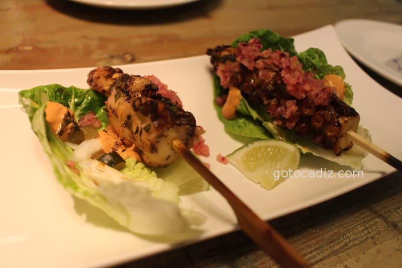 Brocheta de choco con salsa de La Taberna del Chef del Mar