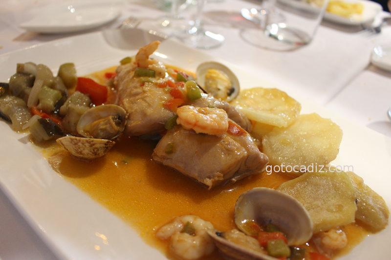 Lomo de bacalao con gambas y almejas de Maringo