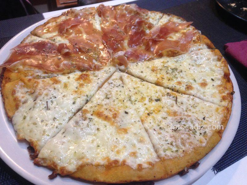 Pizza de provolone y jamón de Pizza 10