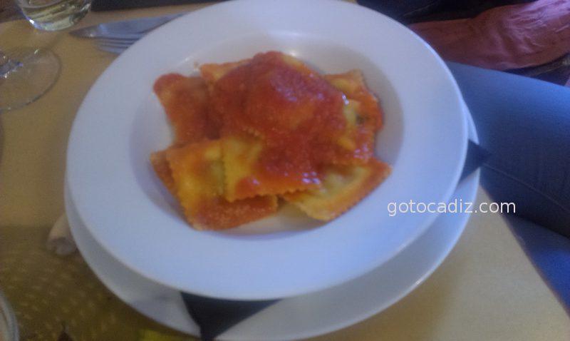 Ravioli con tomate natural de La Dolce Vita El Palmar (Vejer)