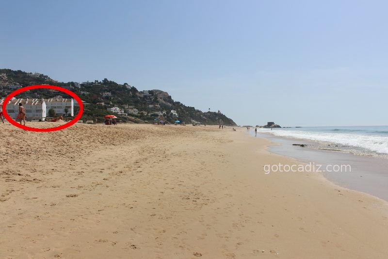 La mano del hombre estropeando la playa de Atlanterra