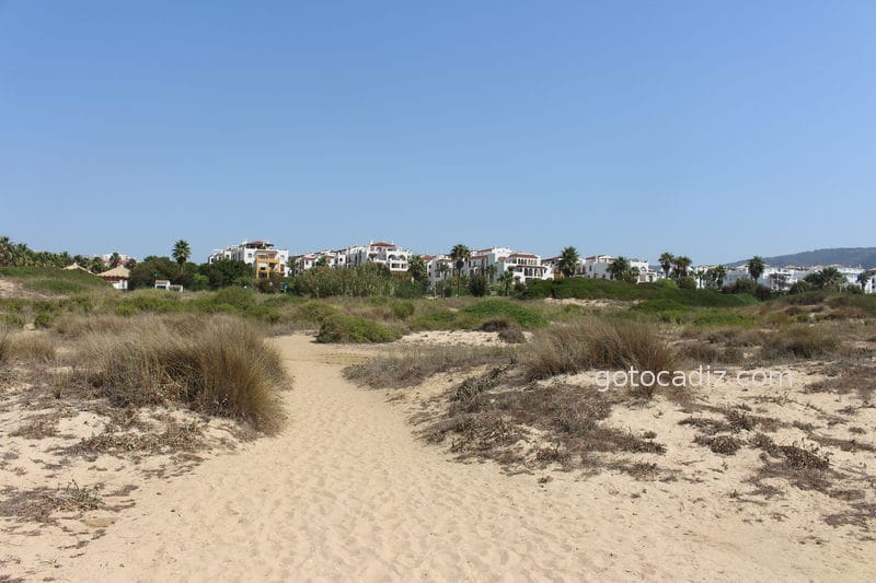 Acceso a la playa de Atlanterra