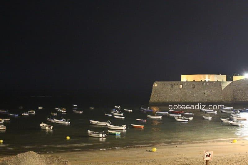 La playa de la Caleta por la noche