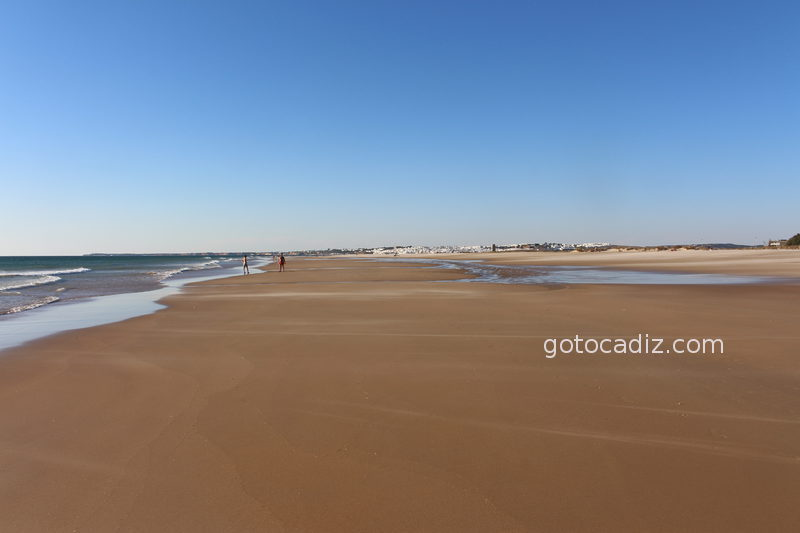 Playa de Castilnovo (al fondo Conil)