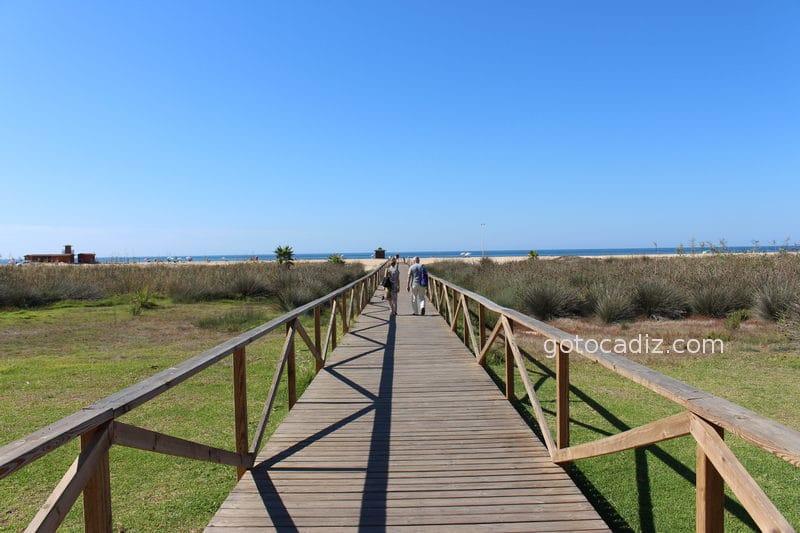 Pasarela a la playa de Los Bateles desde el Paseo Marítimo de Conil