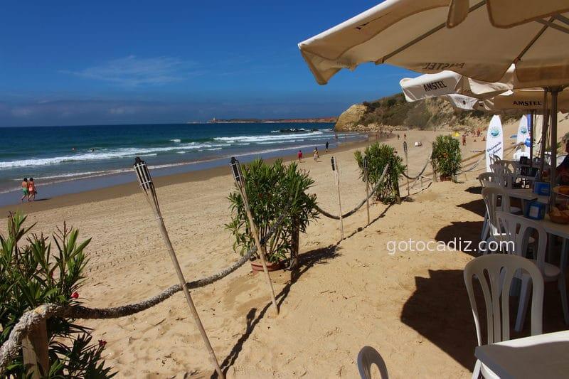 Chiringuito en la playa de El Roqueo
