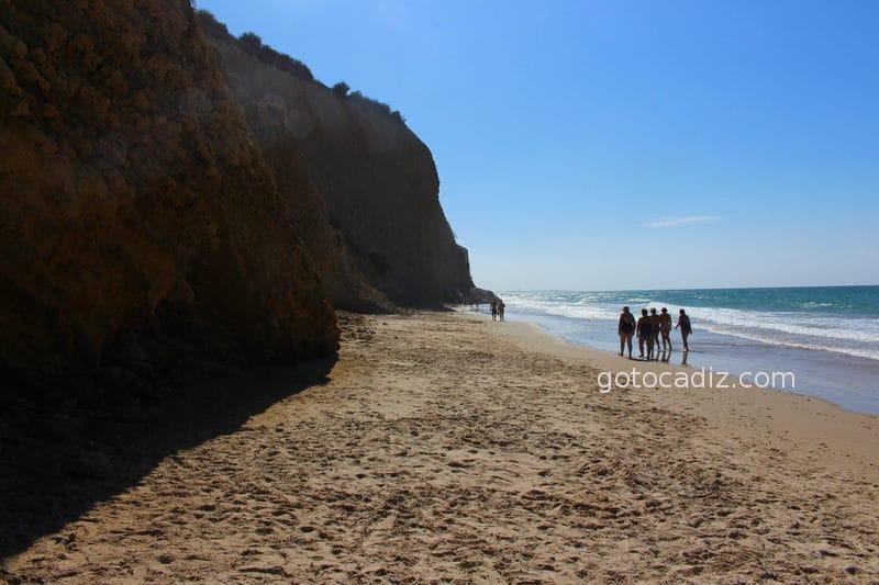 Playa de La Fuente del Gallo (marea alta)
