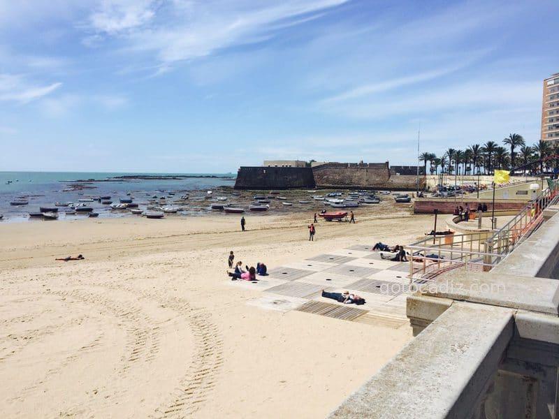 Barquitas de La Caleta en marea baja