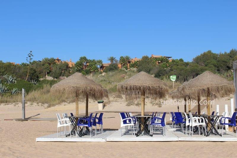 Playa de Sanctipetri (al fondo el hotel Barcelo Sanctipetri)