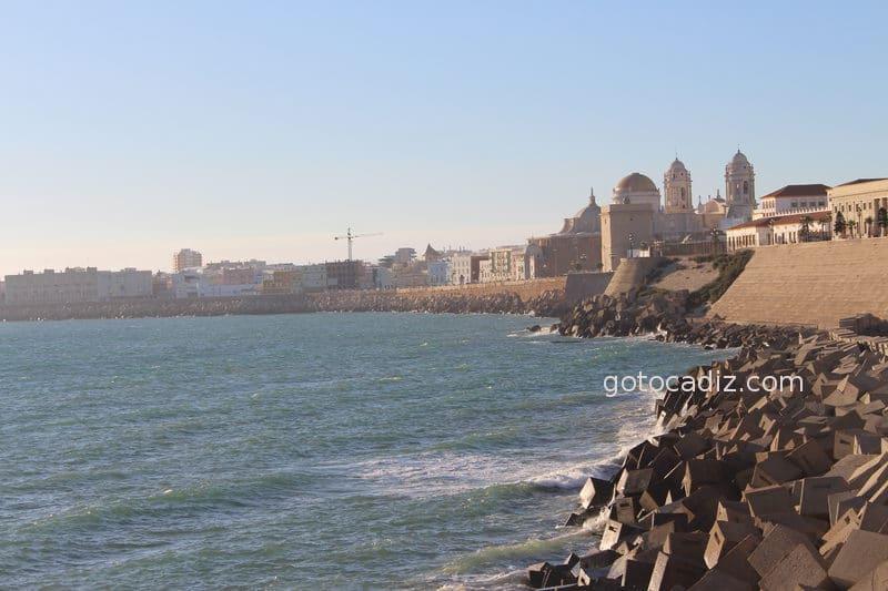 Catedral de Cádiz vista desde Santa María del Mar