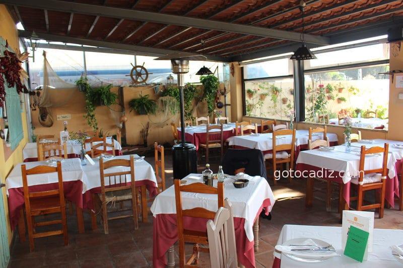 restaurante mar y monte terraza techada