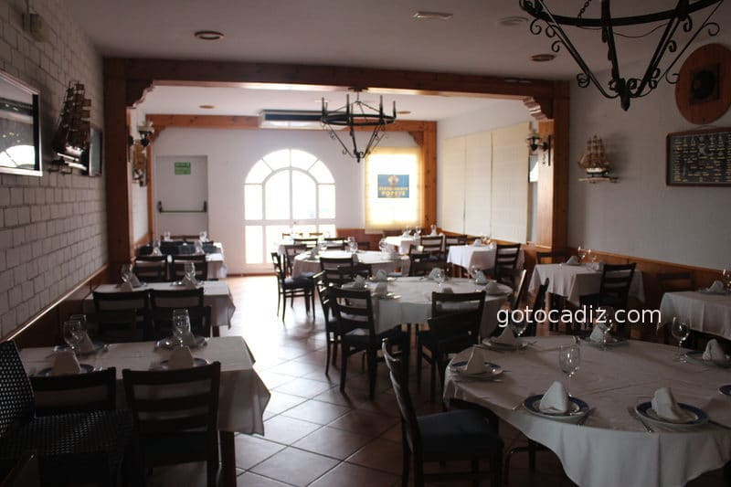Comedor interior del restaurante Popeye