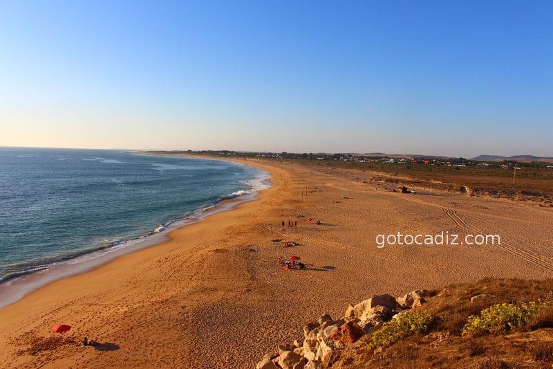 Vista de la playa de Trafalgar desde el mismo Faro